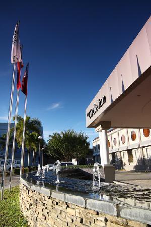 Circle Inn - Hotel & Suites: Circle Inn Driveway Fountain