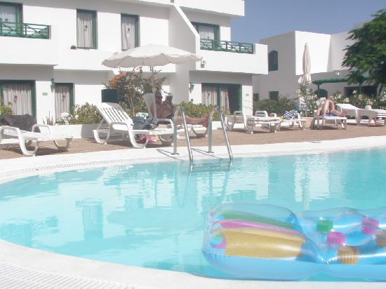 Lomo Blanco Apartments: The apartments with the small pool