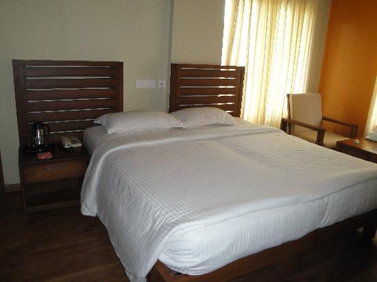 Grand Plaza Munnar : 308 room bed view
