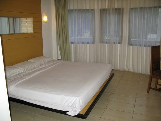 Sempur Park Hotel: king size bed