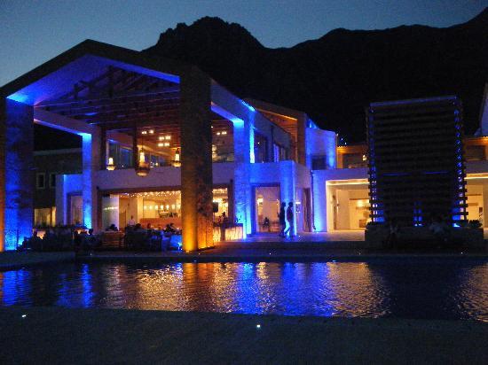 Mitsis Blue Domes Resort & Spa: Night View of Bar/Lounge