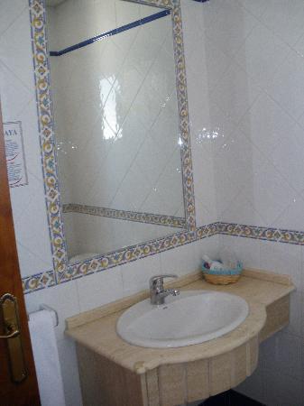Hotel Oasis Atalaya : Lavabo