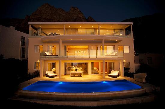 Atlantic Suites Camps Bay: House at Night