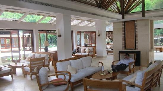 Crosswaters Ecolodge & SPA: Relaxing lobby area