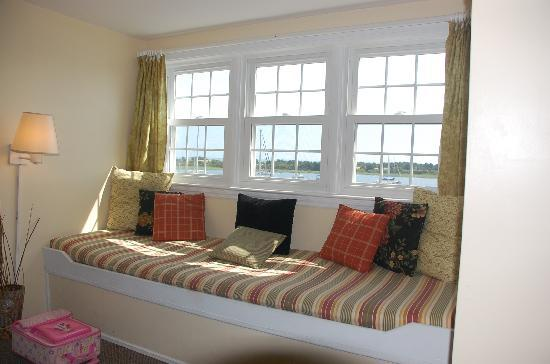 Inlet Inn: window seat and a room with a vaulted ceiling made the room seem large but cozy.