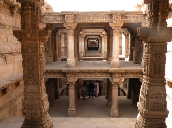‪Adalaj Step-well‬