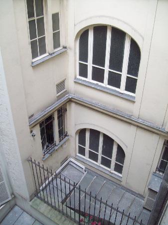 Hotel Maubeuge Gare Du Nord : Courtyard