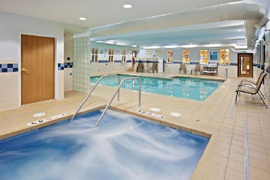 Holiday Inn Express Hotel & Suites - Coeur D'Alene : Swimming Pool and Whirlpool