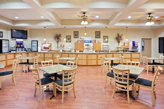 Holiday Inn Express Hotel & Suites - Coeur D'Alene : Breakfast Bar