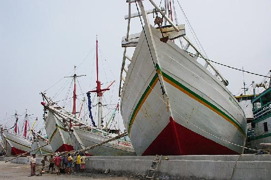 Sunda Kelapa Harbour: 日本には無い形の船です。