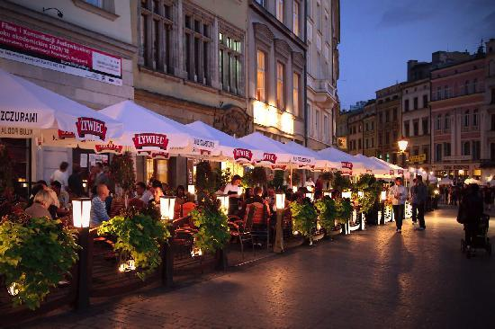Cracovia, Polonia: The square at night