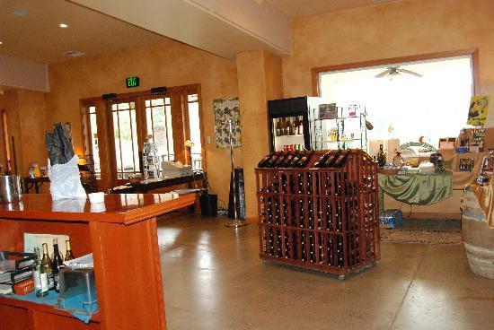 Pheasant Valley Winery: tasting room