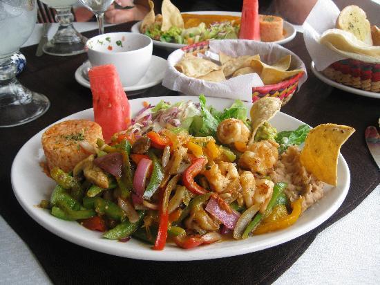 Adauto's On The Beach : shrimp fajitas