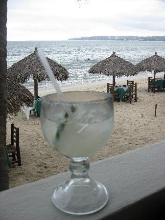 Adauto's On The Beach : margarita and view
