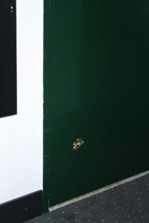 Hotel De Looier: Puerta rota