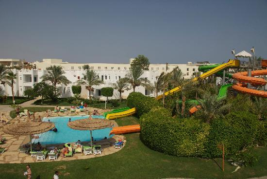 Sonesta Club: The water slide! - no mats....