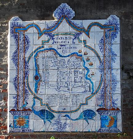 Museo de Azulejos: Tile map of Colonia right outside the museum.