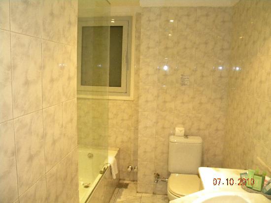 Hotel Longchamps: restroom
