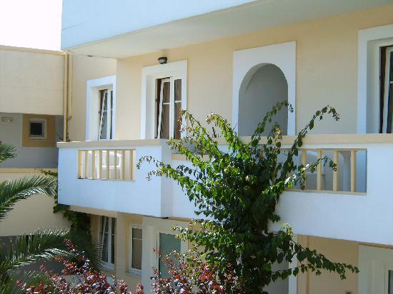 Alexander House Hotel: Balkone vor den Zimmern