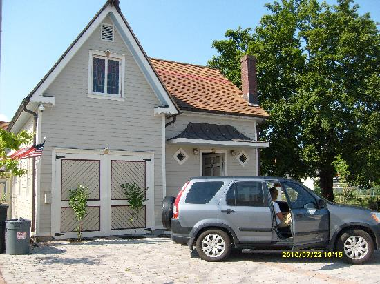 Cricket House: front of cottage