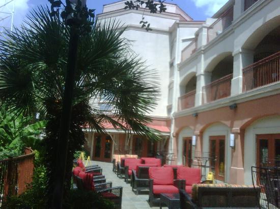 Patio - Picture of Hotel Indigo San Antonio Riverwalk, San Antonio ...