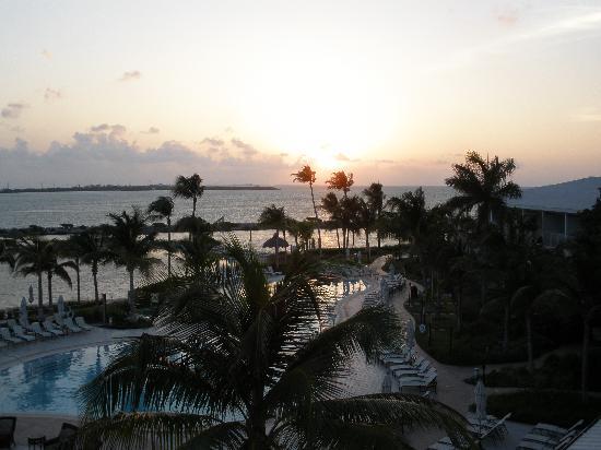 Hawks Cay Resort: sonnenaufgang vom Balkon aus