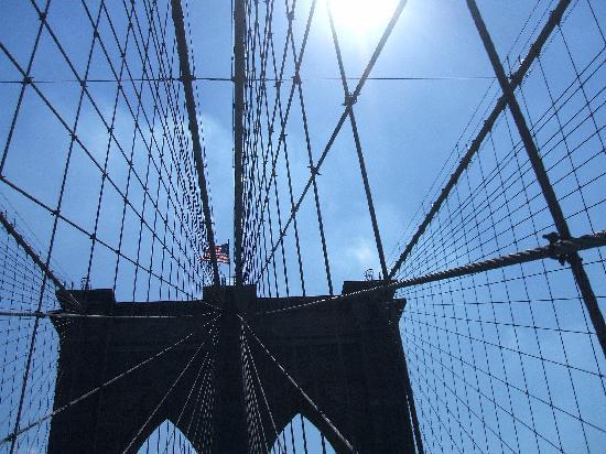 German/English Tours of New York City: Karin Bratone: A walk at Dusk Across The Brooklyn Bridge