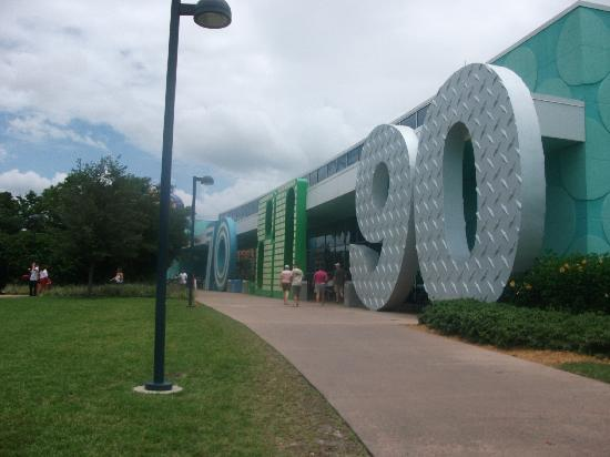 Disney's Pop Century Resort: salida patio comida