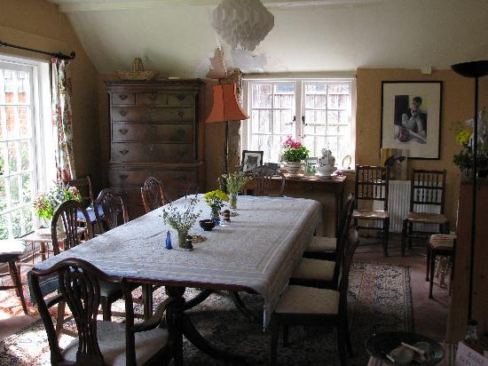 Mill House B&B: Kitchen table for indoor breakfast