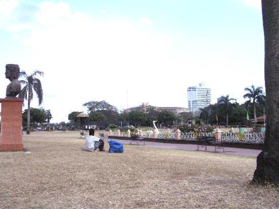 Rizal Park: enjoying the cool breeze