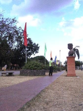 Rizal Park: catwalk