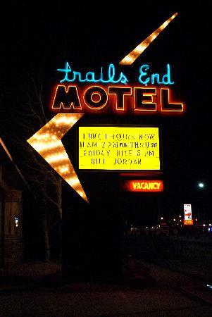Trails End Motel Sheridan: I love the sign!