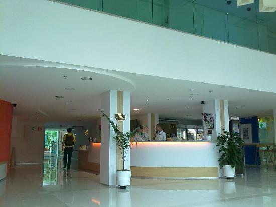 Go Inn Manaus: Front desk