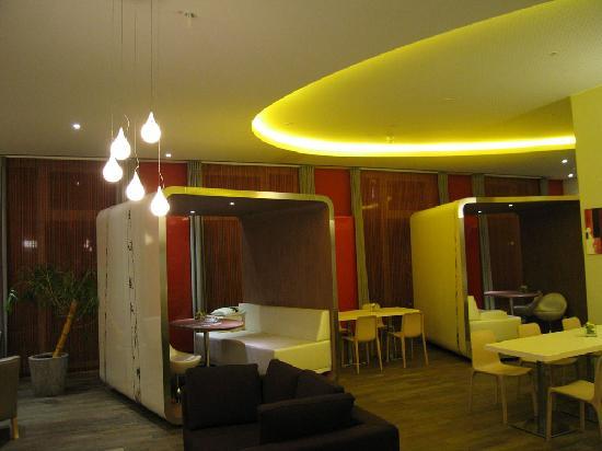Adagio Berlin Kurfurstendamm: lobby / breakfast room