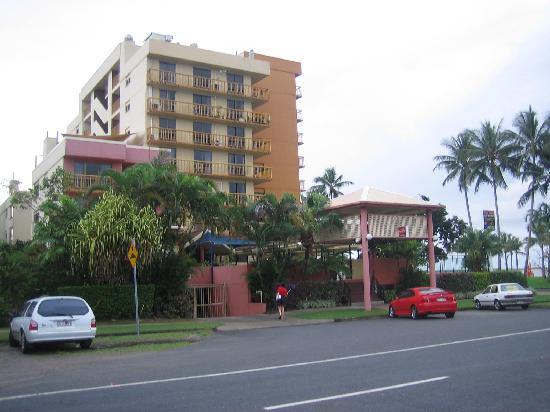 Coral Towers Holiday Suites: Coral Towers front