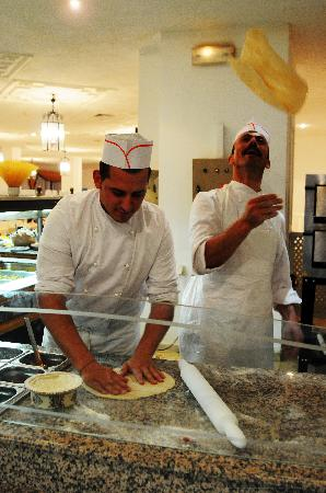 Hotel Club President: Show cooking pizza