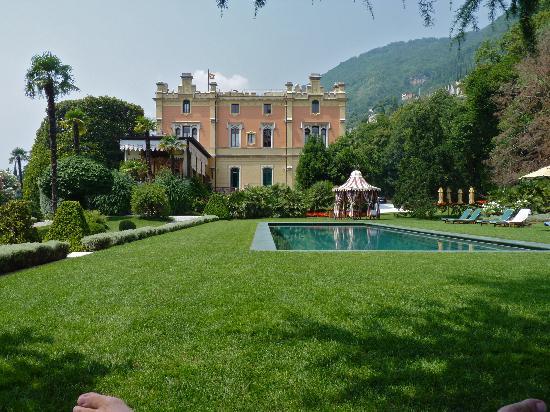 Grand Hotel a Villa Feltrinelli: Pool and gardens