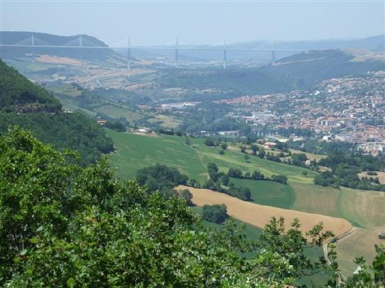 Issoire, Frankrig: Millau Bridge from the side