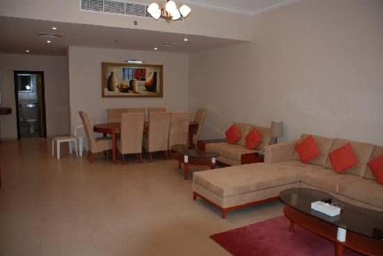 Winchester Hotel Apartments: Living Room