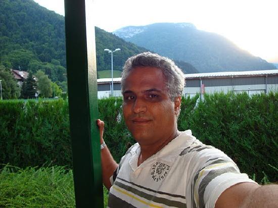 Thones, ฝรั่งเศส: Décor face à l'hôtel avec une vue imprenable sur la montagne