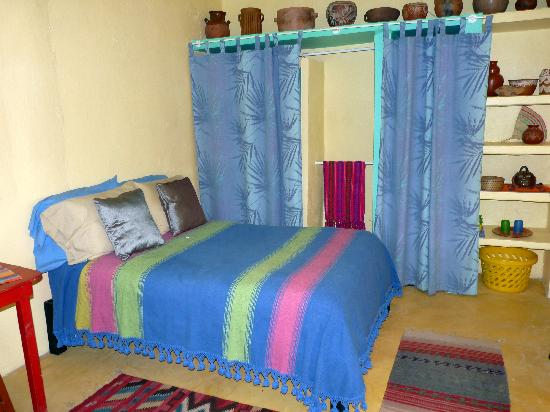 Casa De La Luz: Room with shared bath