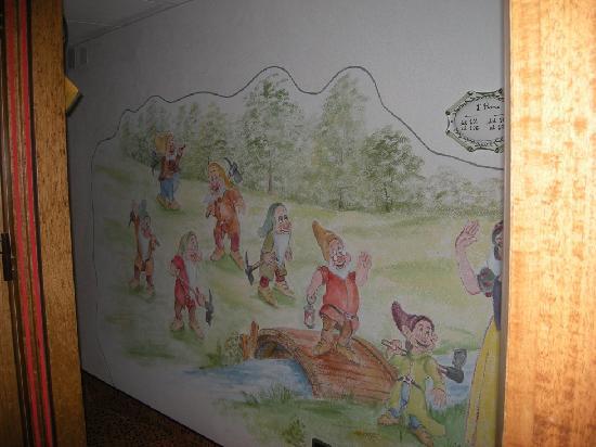 Alpino Family Hotel: particolare di un corridoio dell'hotel