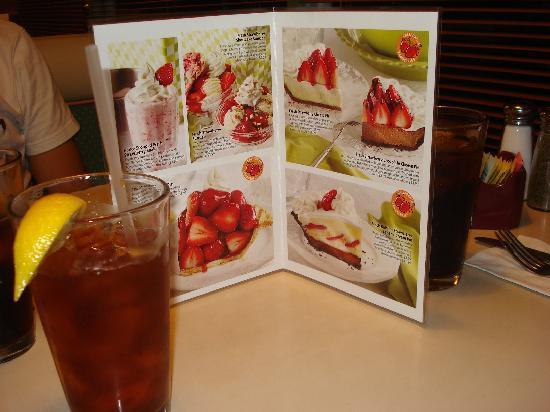Coco's Bakery Restaurant: great desserts