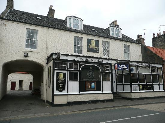 Aberdour Hotel: Front view of hotel