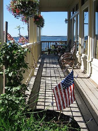 Kingfish Inn: Porch of the Kingfish