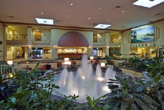 Holiday Inn Cincinnati Airport: Lobby Atrium