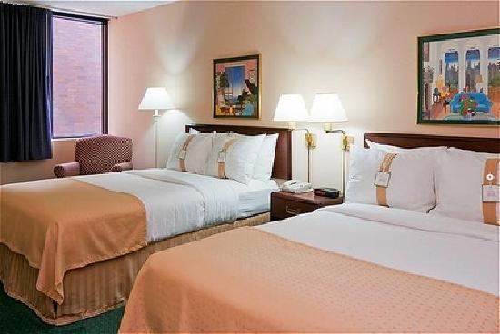 Holiday Inn Cincinnati Airport: Double Bed Guest Room