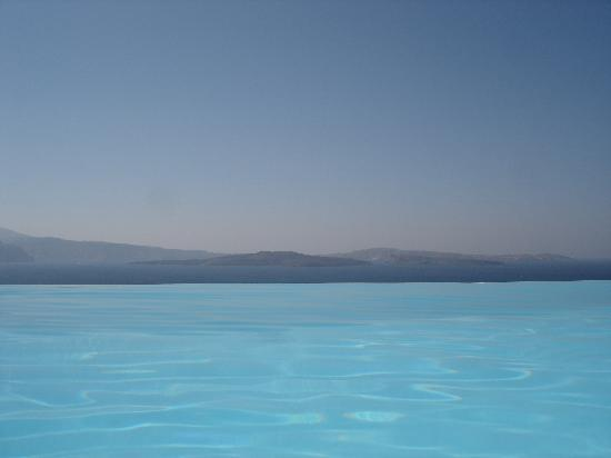 Oia, Hellas: pool view at Andronis Suites