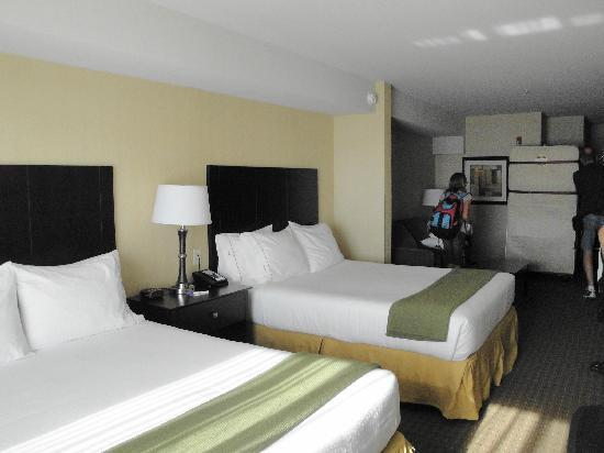 Holiday Inn Express & Suites Seattle North - Lynnwood: 2 Queen Bed