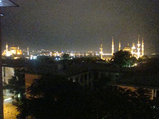 Sultanahmet Park Hotel : room view at night